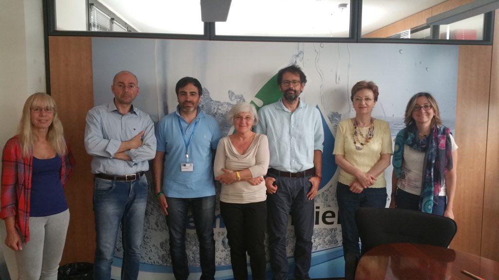 I rappresentanti delle associazioni dei consumatori insieme all'AU di Emiliambiente Emiliano Occhi (secondo da sx).