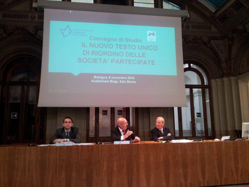 Il presidente di Confservizi ER Luigi Castagna (al centro), con i relatori: prof Massimo Calcagnile (a sx) e prof. Marco Cammelli (a dx).